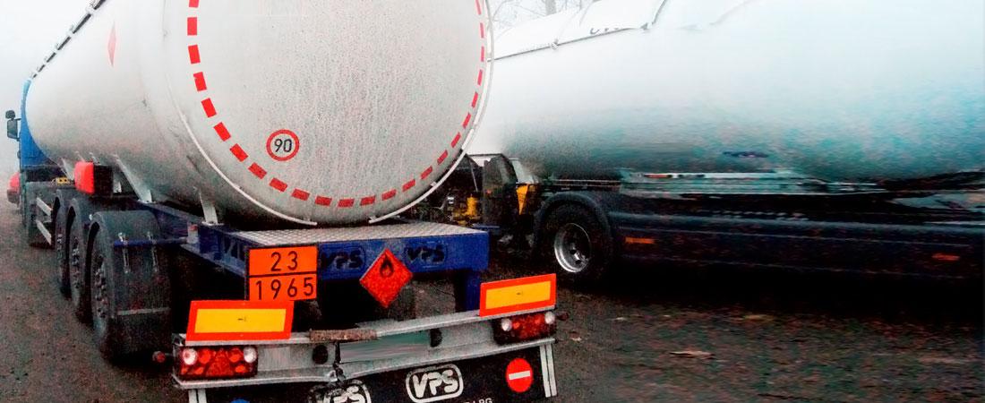 Tankwagen Unfall bei Schneetreiben