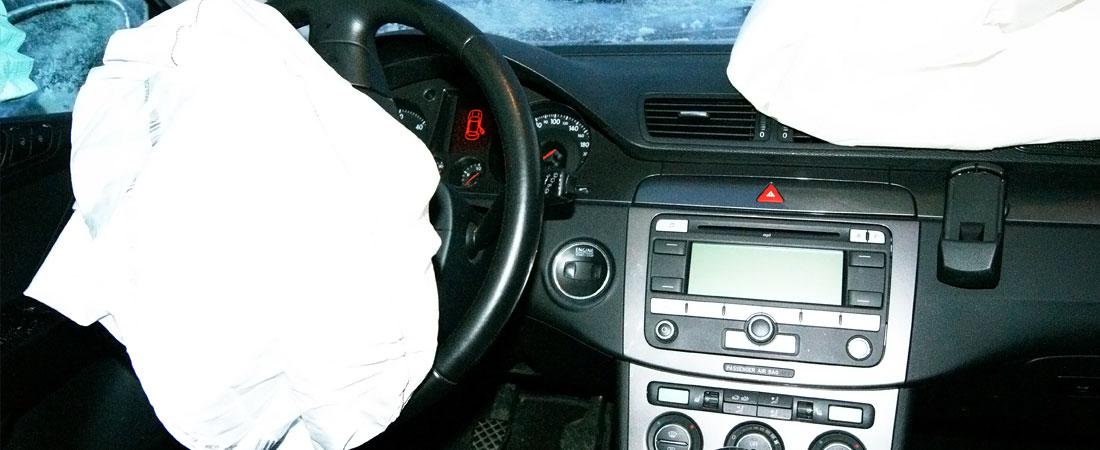 entfalteter Airbag Fahrerseite nach Frontalcrash