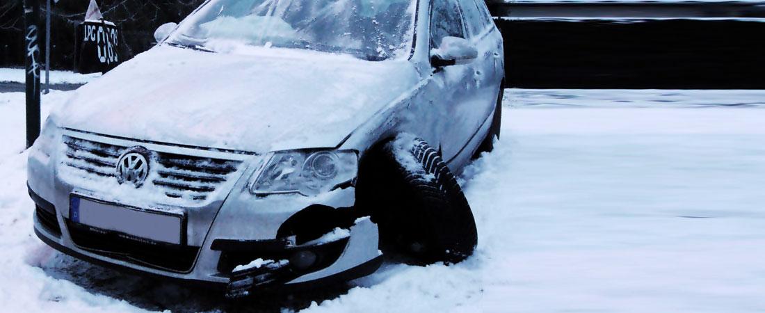 Unfallwagen Passat bei Schnee